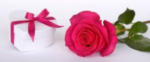 роза и коробочка с сюрпризом. фото