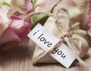 слова любви на бумаге. фото