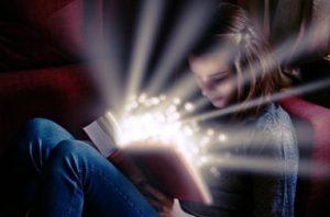 девушка с книгой. фото