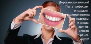 улыбающаяся женщина. фото