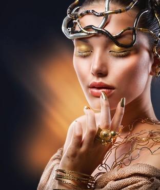 лицо таинственной женщины. фото