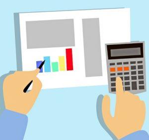 калькулятор, бумага, руки. иллюстрация