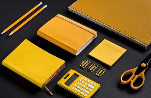 предметы для офисной работы. фото