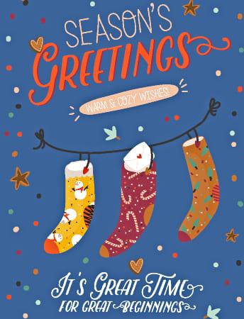 три новогодних чулка для подарков и короткий текст. иллюстрация