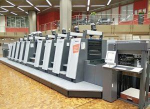 ряды промышленных принтеров. фото