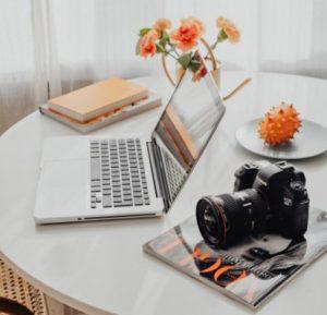 Ноутбук, фотокамера, ежеденвник