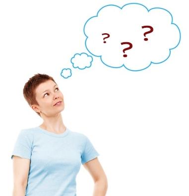 Женщина смотрит на диалоговое облако рядом с собой. иллюстрация