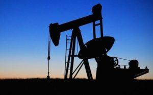 Нефтяная вышка. фото