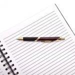 Ручка и листы бумаги (линованные). иллюстрация