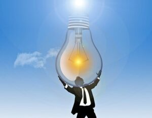 Человек держит руками электролампу. иллюстрация