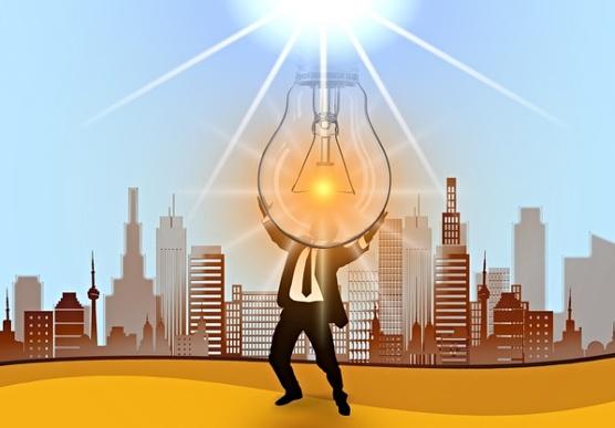 Мужчина держит зажженную лампу. иллюстрация