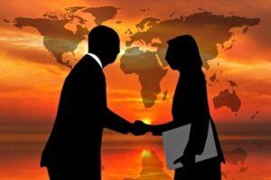 Люди пожимают друг другу руки. иллюстрация