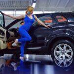 Девушка с автомобилем. фото