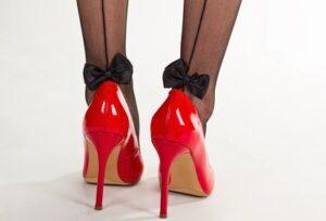 Женские туфли на ногах. фото