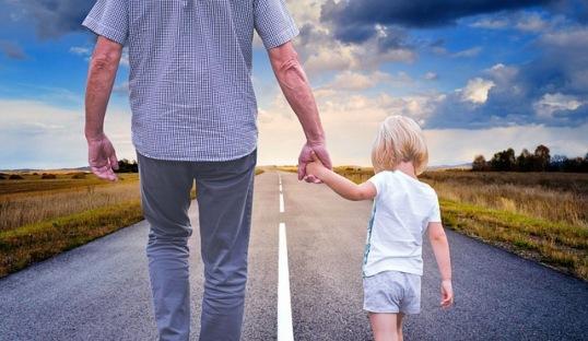 Мужчина с ребенком. фото
